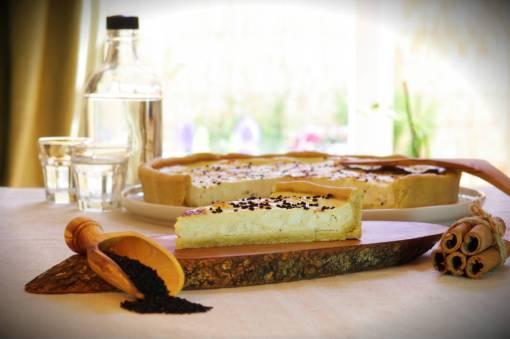 Εύκολη συνταγή τάρτας με φέτα, κανέλα και γιαούρτι